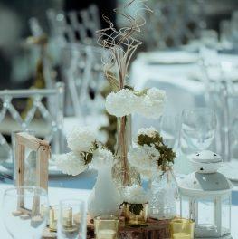Dekoracija za vencanje na stolu